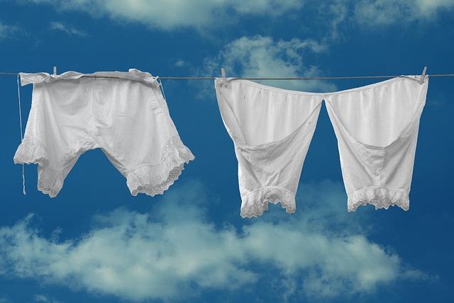 spodní prádlo na šňůře